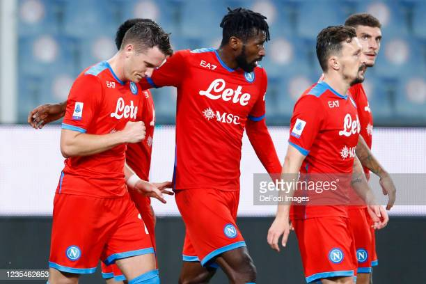 Piotr Zielinski of SSC Napoli celebrates after scoring his team's fourth goal with team mates during the Serie A match between UC Sampdoria and SSC...