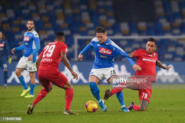 Piotr Zielinski of SSC Napoli competes for the ball with Erick Pulgar of ACF Fiorentina during the Serie A match between SSC Napoli and ACF...