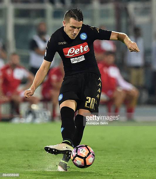 Piotr Zielinski of SSC Napoli during the Serie A match between Pescara Calcio and SSC Napoli at Adriatico Stadium on August 21 2016 in Pescara Italy