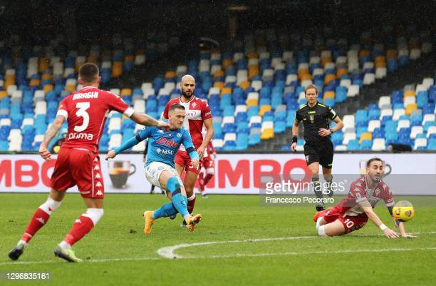 Piotr Zielinski of S.S.C. Napoli scores their team's fourth goal during the Serie A match between SSC Napoli and ACF Fiorentina at Stadio Diego...