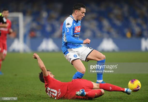 Piotr Zielinski of SSC Napoli vies with German Pezzella of ACF Fiorentina during the Serie A match between SSC Napoli and ACF Fiorentina at Stadio...