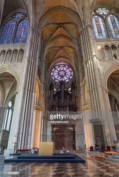 Órgano tubular en Reims la catedral de Notre-Dame
