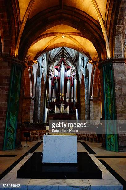 pipe organ of the cathedral of saint giles, edinburgh, united kingdom - st. giles cathedral stock pictures, royalty-free photos & images