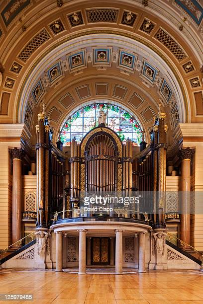 pipe organ under decorative arch and stained glass window in the great hall at st georges halll, merseyside, uk - vaudeville stock pictures, royalty-free photos & images