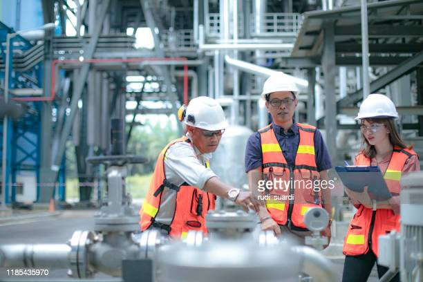 pipelines, oil and engineer - power occupation stock pictures, royalty-free photos & images