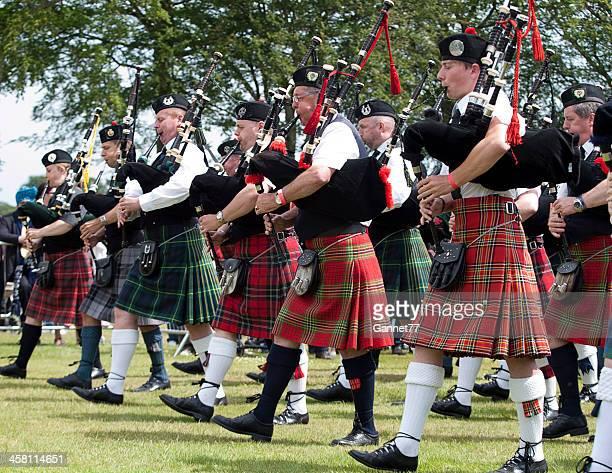 Pipers のマーチングバンドで、アバディーンハイランドゲーム、スコットランド