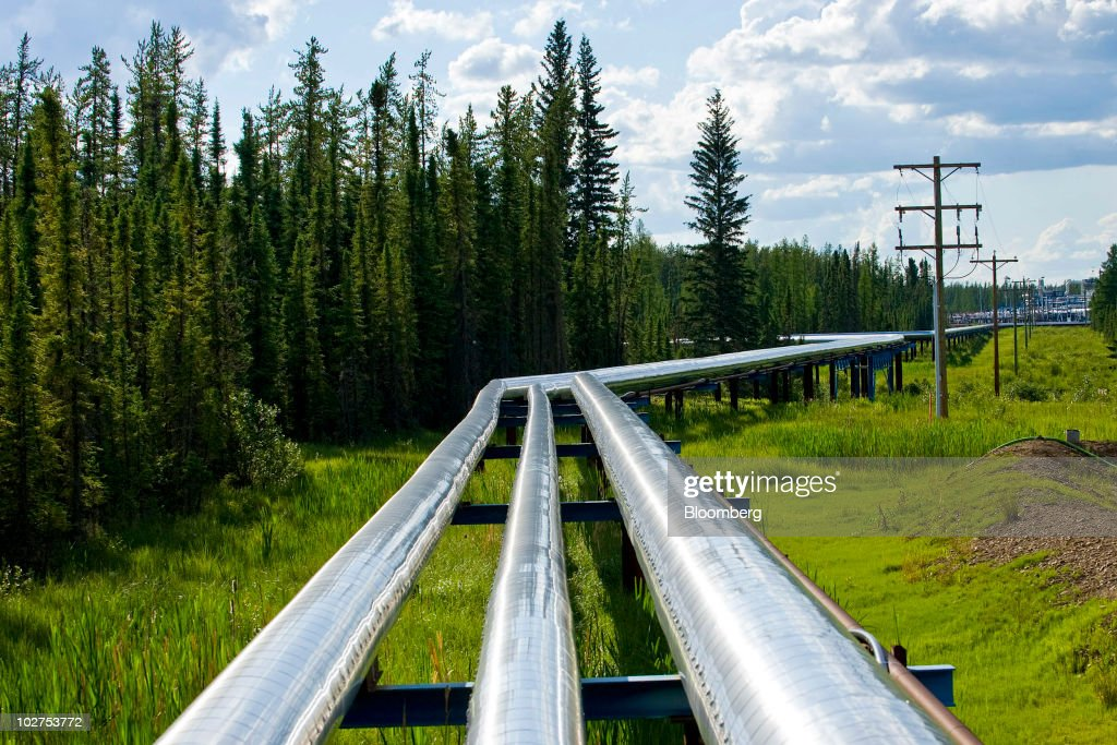 Canada's Oil Sands Contain World's Second Largest Proven Oil Reserves : News Photo