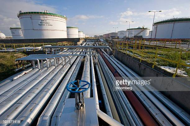 Pipes run between the refining and storage facilities at the Grupa Lotos SA oil refinery in Gdansk Poland on Monday Dec 6 2010 Russian companies such...