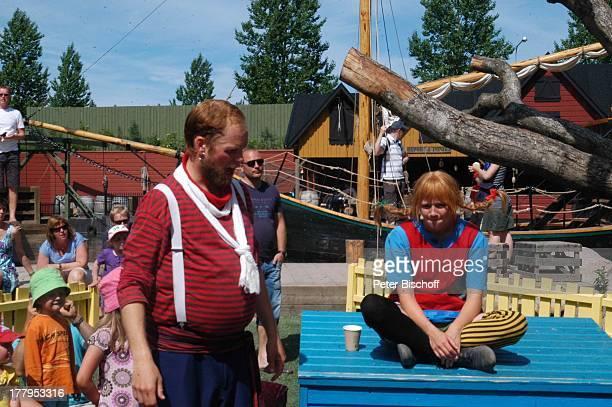 Pippi LangstrumpfDarstellerin Darsteller Pippis Vater Kinder im Publikum Theaterstück im Freizeitpark Astrid Lindgrens Welt Vimmerby Smaland Schweden...