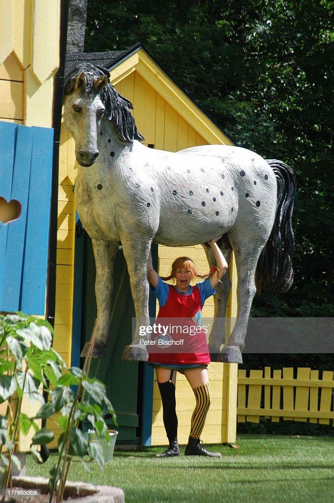 """pippi langstrumpfdarstellerin hebt pferd """"kleiner onkel"""