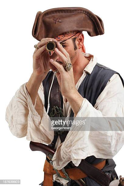 Pirate explorer avec verre de l'espionnage