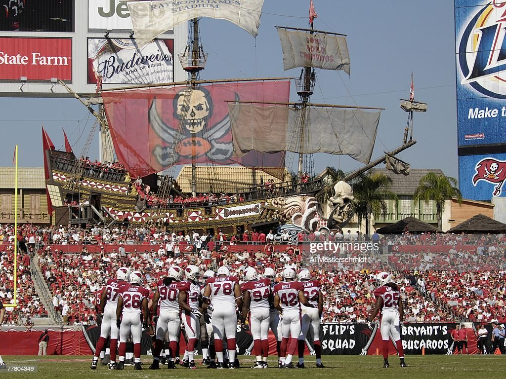 a pirate ship is the background as the tampa bay buccaneers host the news photo getty images https www gettyimages no detail news photo pirate ship is the background as the tampa bay buccaneers news photo 77804349