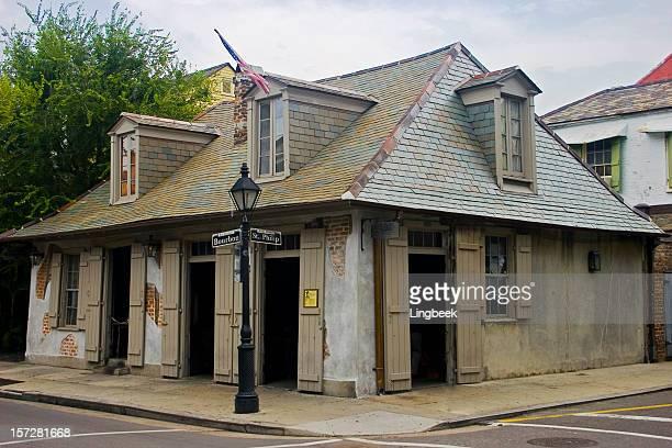 restaurante pirate's corner de bourbon street - barrio francés fotografías e imágenes de stock