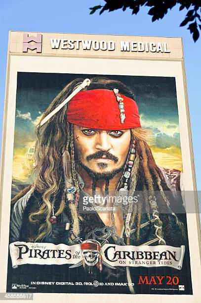 piratas del caribe: en mareas misteriosas-valla publicitaria póster - jack sparrow fotografías e imágenes de stock