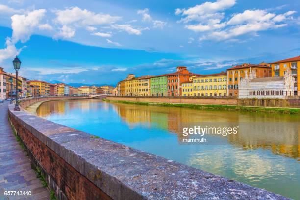 pisa in toscane, italië - pisa stockfoto's en -beelden