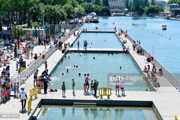 Piscine avec 3 bains dans le Bassin de La Villette lors de Paris Plages 2017 alimentation de la piscine avec de l'eau du canal de l'Ourcq le 21...