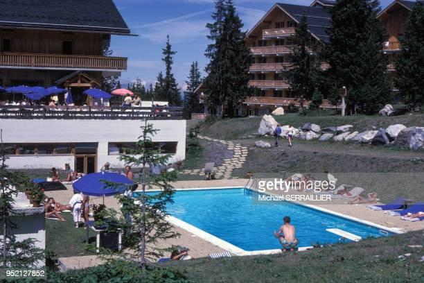 Piscine de Altiport Hôtel à MéribellesAllues en août 1986 en Savoie France
