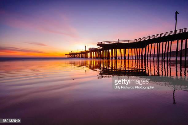 pismo beach pier - ピスモビーチ ストックフォトと画像