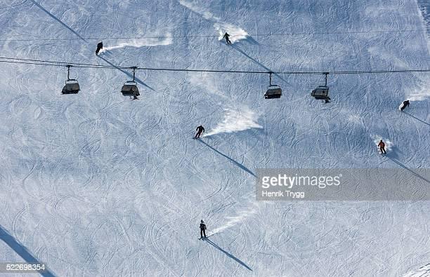 piste skiers - kanton graubünden stock-fotos und bilder