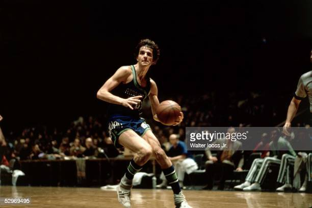 'Pistol' Pete Maravich of the Atlanta Hawks drives to the basket during an NBA game circa 1970 NOTE TO USER User expressly acknowledges and agrees...