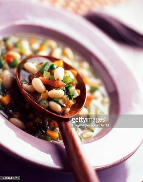 pistou garlic, basil and vegetable soup - ピストー ストックフォトと画像