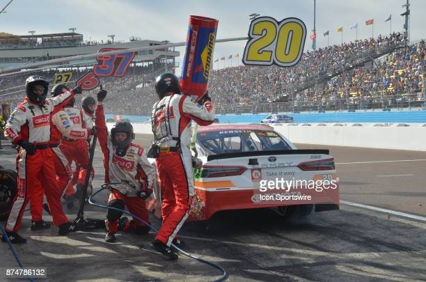 Pit crew members give the thumbs up after a quick stop for tires and fuel on the race car driven by Matt Kenseth at the NASCAR Playoff Can Am 500 on...