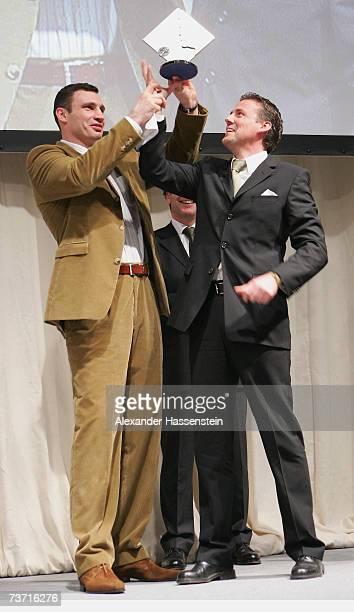 Pit Gottschalk Chief editor of Sport Bild recieves his Herbert Arward 2006 for the best Sports special magazine from Boxing champ Vitali Klitschko...
