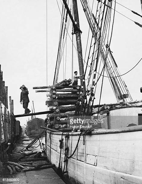 Pit props are unloaded from a French sailing ship at Cardiff Docks.