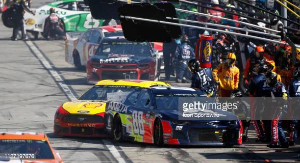 Pit stop action Alex Bowman, Hendrick Motorsports, Chevrolet Camaro Axalta ,Joey Logano, Team Penske, Ford Mustang Shell Pennzoil during the running...