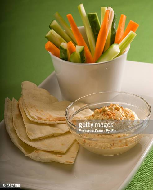 Pita Bread And Hummus With Vegetables In Plate