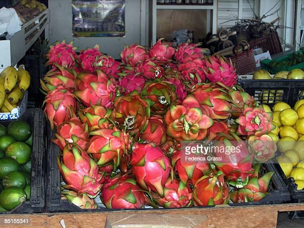 pitaya at the s. paul market, ile de la réunion - st. paul minnesota stock pictures, royalty-free photos & images