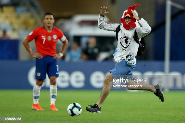 A pitch invader runs for the ball as Alexis Sanchez of Chile looks on during the Copa America Brazil 2019 group C match between Chile and Uruguay at...