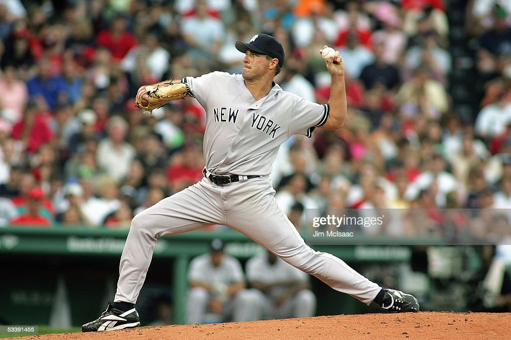 Pitcher Al Leiter #19 of the New York Yankees delivers a pitch against the Boston Red Sox at Fenway Park on July 17, 2005 in Boston, Massachusetts. The Yankees defeated the Red Sox 5-3.