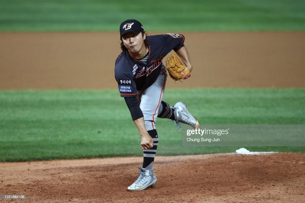 Pitcher An Young-Myung of Hanwha Eagles throws in the bottom of ...