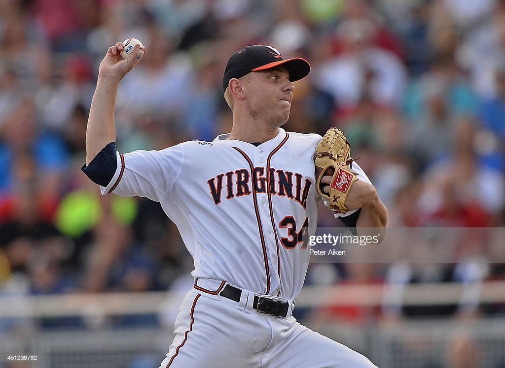 College World Series - Vanderbilt v Virginia - Game Three : News Photo