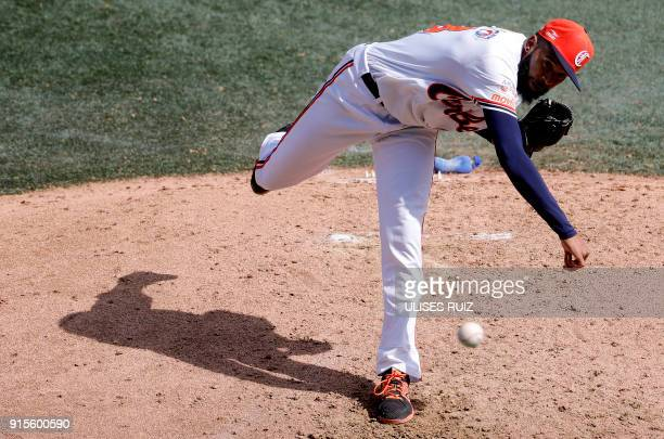 Pitcher Daryl Thompson Caribes de Anzoategui of Venezuela throws against Criollos de Caguas of Puerto Rico during Baseball Series at the Charros...