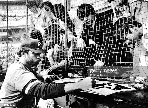 Pitcher Dennis Leonard of the Kansas City Royals signs autographs before an exhibition game against the Yomiuri Giants on October 31 1981 at Korakuen...