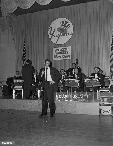 Pitcher Don Larsen of the New York Yankees addresses the crowd at the Yankees World Series victory party in October 1956 at the WaldorfAstoria in New...