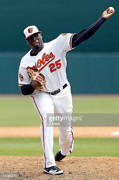 Pitcher Dontrelle Willis of the Baltimore Orioles pitches against the Washington Nationals during a Grapefruit League Spring Training Game at Ed...