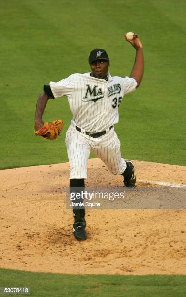 Pitcher Dontrelle Willis of the Florida Marlins delivers a pitch against the Seattle Mariners during the game on June 8 2005 at Dolphin Stadium in...