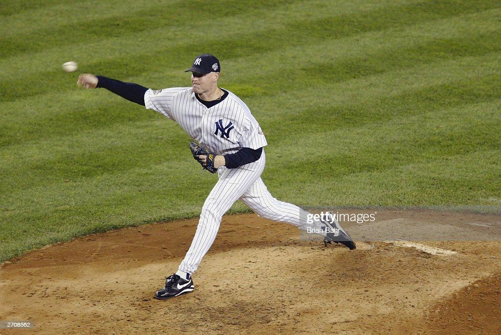 Jeff Nelson pitches : News Photo