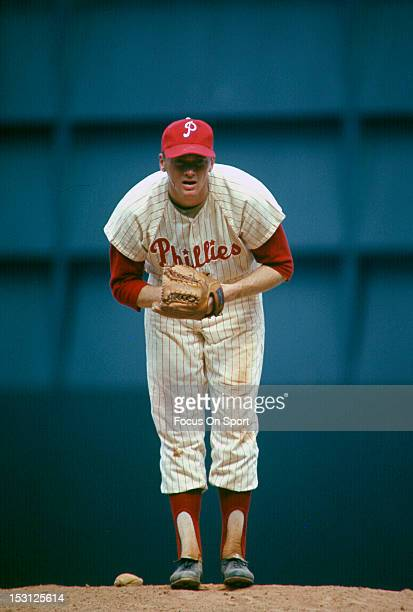 Pitcher Jim Bunning of the Philadelphia Phillies stares in at the batter during a circa 1964 Major League Baseball game at Connie Mack Stadium in...