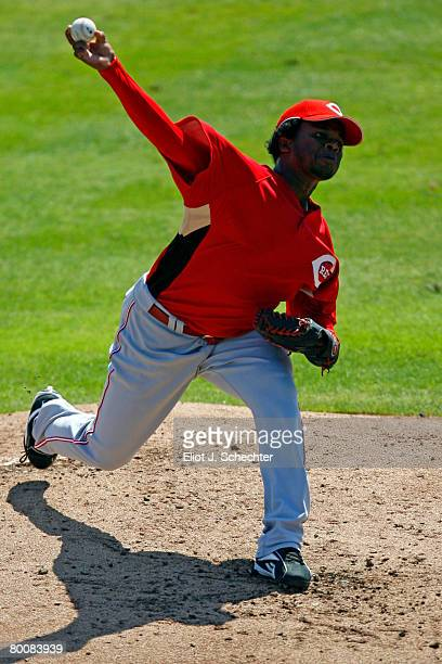 Pitcher Johnny Cueto of the Cincinnati Reds delivers a pitch against the Toronto Blue Jays during a Spring Training game at Knology Park on March 2...