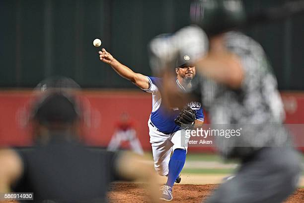 Pitcher Josh Beckett of the Kansas Stars delivers a pitch against the Colorado Xpress in the fifth inning during the NBC World Series on August 6,...