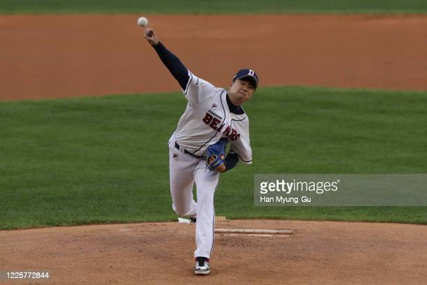 Pitcher Lee Young-Ha of Doosan Bears throws in the top of the first inning during the KBO League game between NC Dinos and Doosan Bears at the Jamsil...