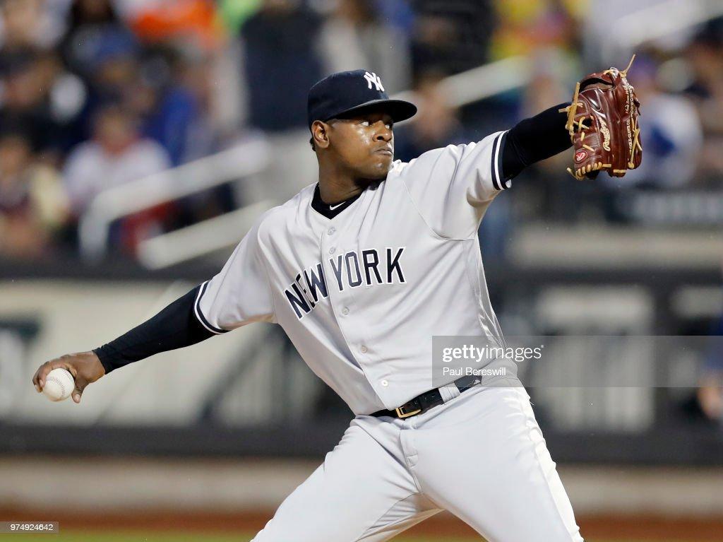New York Yankees vs New York Mets : News Photo