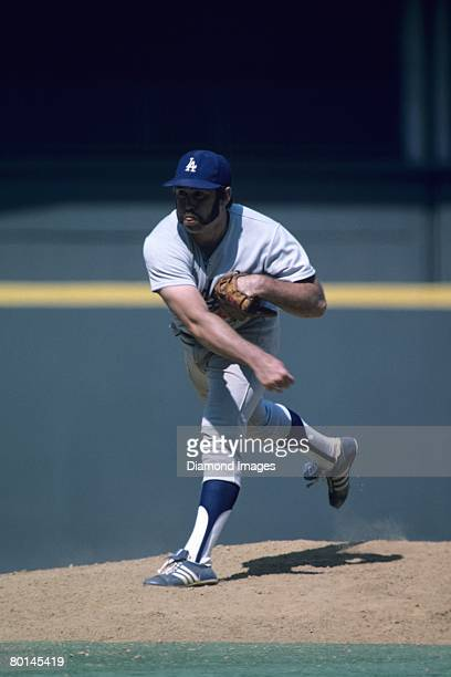 Pitcher Mike Marshall of the Los Angeles Dodgers throws a pitch during a game in July 1975 against the Cincinnati Reds at Riverfront Stadium in...