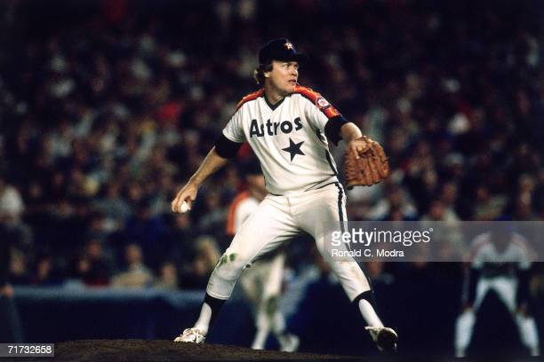 Pitcher Mike Scott of the Houston Astros pitching to the New York Mets at Shea Stadium during Game 4 of the National League Championship Series on...