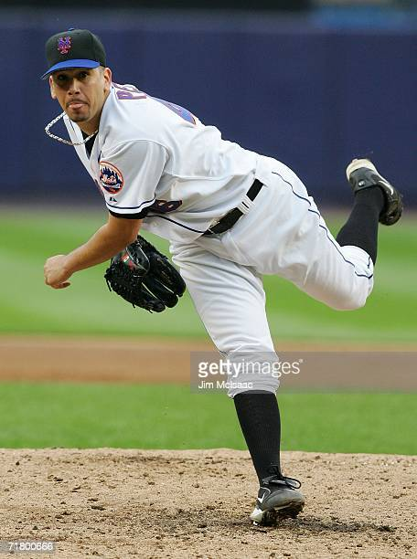 Pitcher Oliver Perez of the New York Mets throws against the Atlanta Braves September 6, 2006 during the second game of their doubleheader at Shea...