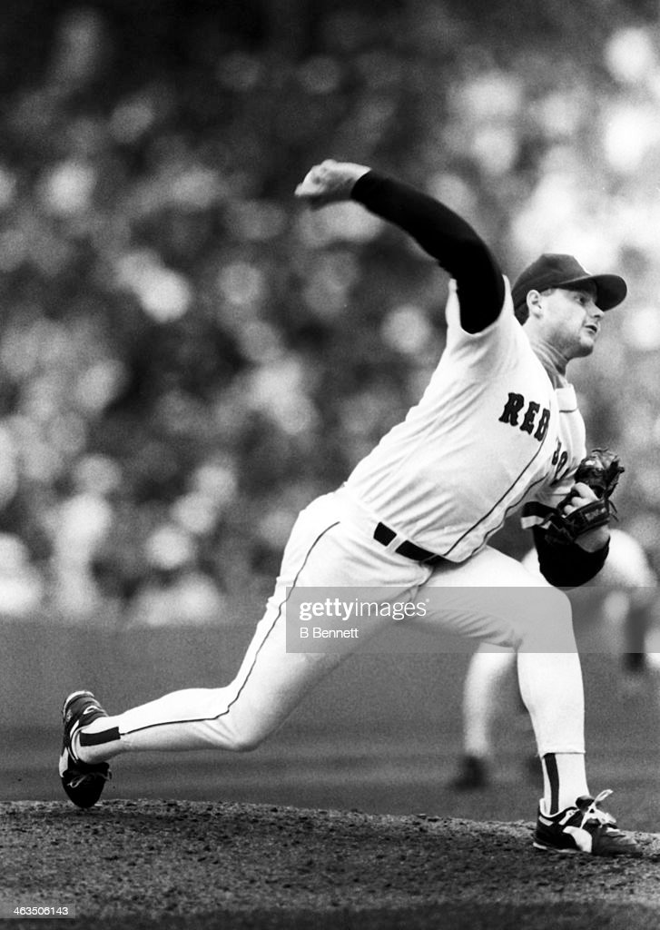 Pitcher Roger Clemens #21 of the Boston Red Sox throws the pitch during an MLB game circa 1990 at Fenway Park in Boston, Massachusetts.